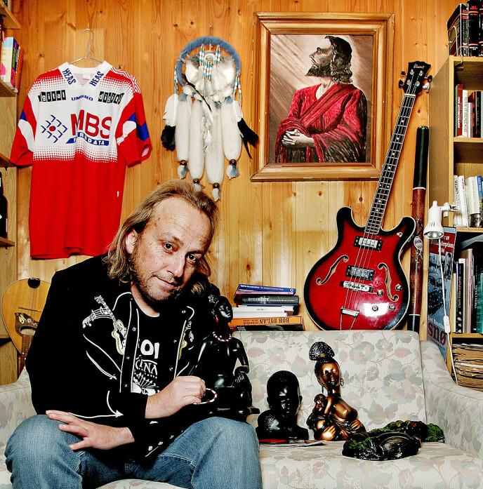 ALLSIDIG: Levi Henriksen er mest kjent som forfatter, men han har også gitt ut plater med ulike band. Foto: Elisabeth Sperre Alnes/Dagbladet