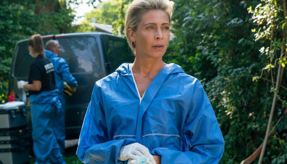 TREKANTDRAMA OG DRAP: Marianne Sommerdahl spilles av Laura Drasbæk i «Sommerdahl-mordene». Foto: TV 2