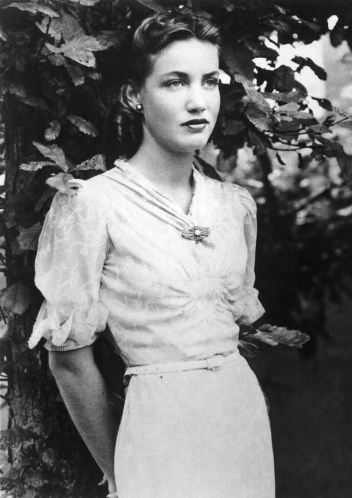 SLUTTET ALDRI Å DRØMME: Edie Bouvier Beale slutte å leve sitt eget liv for å ta vare på sin mor. Etter at moren døde, reiste hun til New York og jobbet en kort stund som cabaret-sanger. Her er hun fotografert i 1940. Foto: NTB