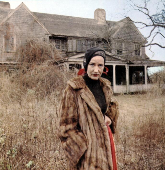 MOTEIKON: «Lille-Edie» ble et moteikon etter dokumentaren «Grey Gardens» laget av brødrene Robert og David Maysles i 1975. Foto: NTB Herb Goro / Everett Collection