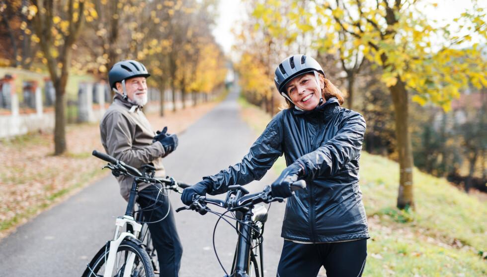 KJØPE ELSYKKEL? Elsykkel til transport og tur. Mange opplever at de bruker elsykkelen mye mer enn de trodde de kom til å gjøre, ifølge ekspertene. Da er det viktig at du vet hva du trenger, før du kjøper. Foto: Shutterstock/NTB scanpix