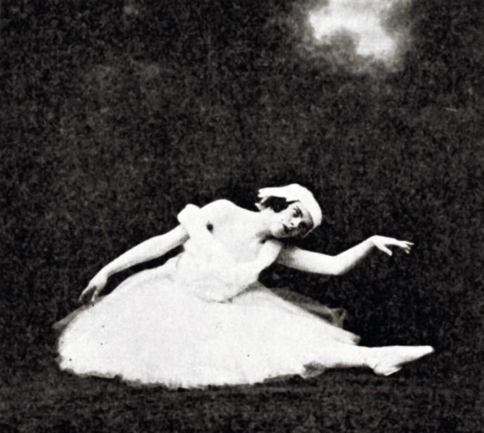 «DUKKE-LISE»: Astrid Christens fikk ballettundervisning som ung, men fikk aldri en karriere som danser. Folk som så henne i Oslo fortalte historier om hennes skjebne, men var de sanne? Fotograf ukjent