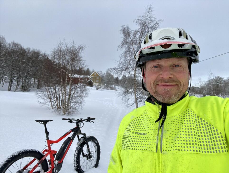 SAMME DAG: Morten Karlsen (56) koste seg på sykkeltur torsdag morgen i forrige uke. Kort tid etter fikk han diagnosen Parkinsons sykdom. Foto: Privat