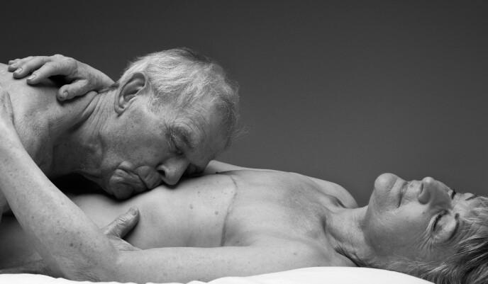 CHRISSIE OG ROGER: Chrissie og Roger mener helse kan være et hinder for å ha sex i en viss alder. - Etter operasjoner kan det være vanskelig å ha et sexliv. Kjærligheten i et parforhold blir da ekstra viktig, sier Chrissie. Foto: Ian Rankin / Relate