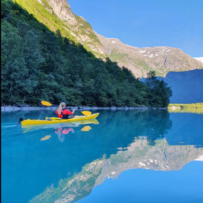 DRØM I OPPFYLLELSE: - Det var - og er - en vanvittig opplevelse og en drøm som gikk i oppfyllelse, sier Merete om reisen til Stryn og padlingen på Lovatnet. Foto: Merete Jensen