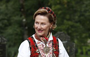 Se dronning Sonjas imponerende bunadssamling: Denne betyr noe helt spesielt