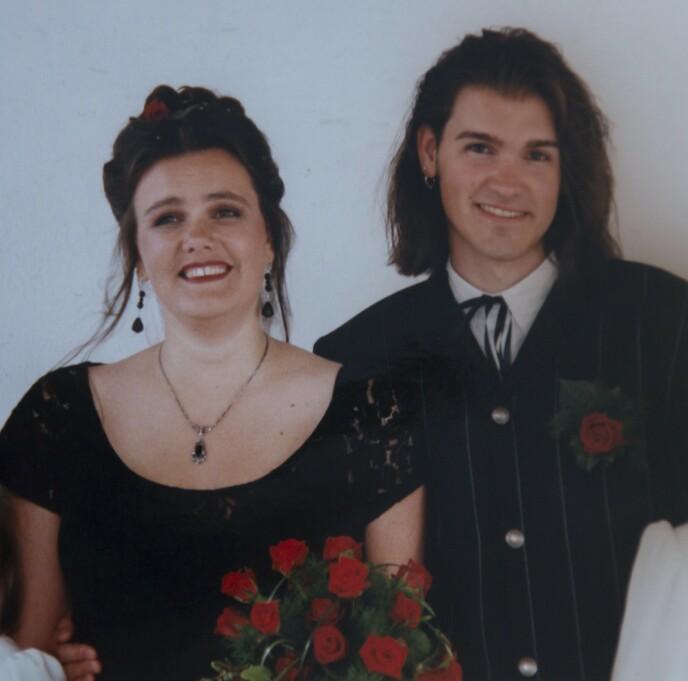 Falt pladask: Det var kjærlighet ved første blikk da studentene Agnes og Jørund møtte hverandre på en rockeklubb i Bergen i 1991. Senere ble de gift og fikk to sønner. Foto: Privat