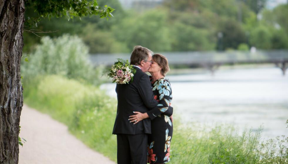 OVERRASKELSESBRYLLUP: Samme dag som bryllupet, sendte Mette og Morten meldinger til sine nærmeste for å informere dem: «Nå gifter vi oss!» Foto: Privat