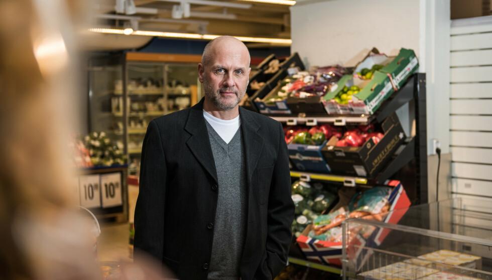 - MATEN SKAL VÆRE TRYGG: - Maten vi kjøper skal være trygg. Det er en selvsagt forbrukerrettighet. Forbrukerorganisasjoner har lenge advart mot å bruke tilsetningsstoffet titandioksid, men det er likevel helt vanlig for å farge maten hvit, sier Gunstein Instefjord, leder for forbrukerpolitikk i Forbrukerrådet. Foto: John Trygve Tollefsen