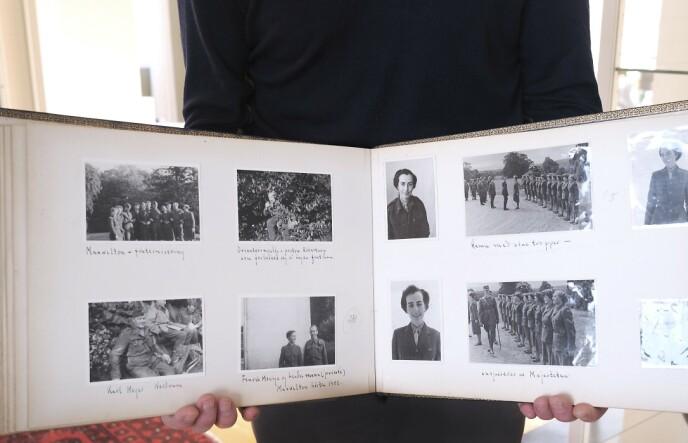 MINNER: Dette albummet med bilder er det sønnen har igjen som minner etter foreldrenes innsats under krigen. Hanne Mossige snakket lite om egen innsats. Foto: Hege Landrø Johnsen