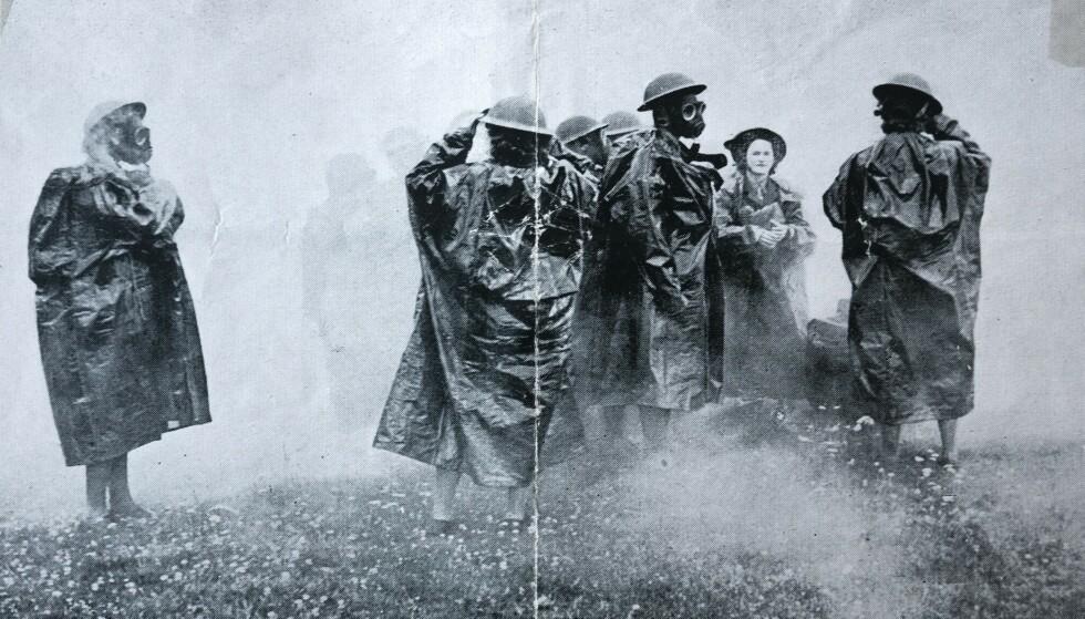 HARD TRENING: Kvinnene som var innrullert i Kvinnekorpset, som avtjente sin verneplikt i Skottland, måtte gjennom harde treningsrunder. Blant annet måtte de bli vant til gassmasker og tøffe værforhold.
