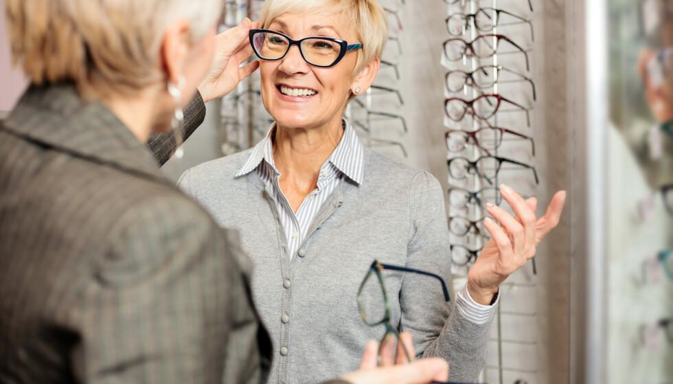 NYE BRILLER OG SOLBRILLER? Med brilleabonnement leier du minst tre par briller eller solbriller over en lengre periode - og betaler en fast månedspris. Men det er stor forskjell på prisen som brillebutikkene annonserer med - og det faktiske pristilbudet. Foto: Shutterstock/NTB