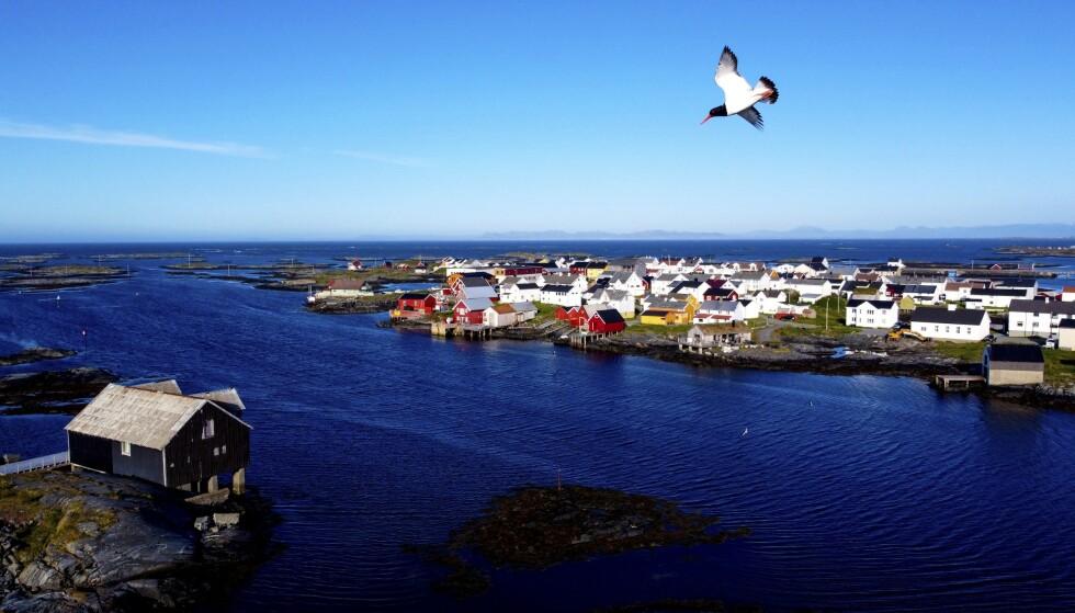 UT MOT HAVET: Det gamle fiskeværet Veiholmen helt ute i havgapet er selve juvelen på Smøla. Foto: Runar Larsen