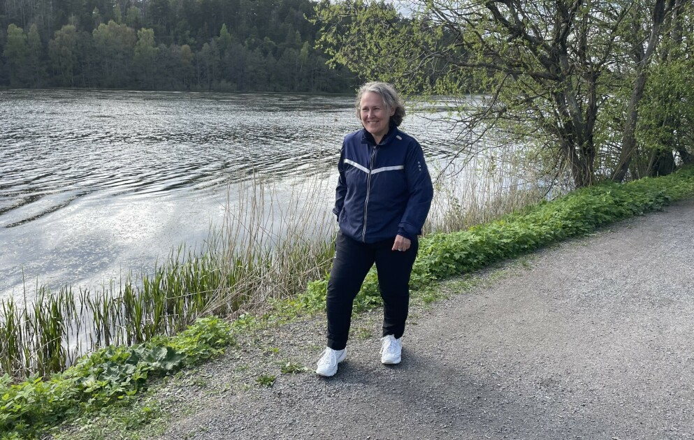 MED ALVORLIG DIAGNOSE: Liss Mona Røste (52) lever i dag et godt liv med leddgikt og artrose. Hun er avhengig av medisinsk behandling, trening og sunn mat for å holde sykdommene i sjakk. Foto: Privat
