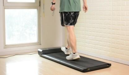 WalkingPad er utviklet for lette joggeturer og rask gange. Du får enkelt blodsirkulasjonen i gang og forbrenner kalorier samtidig som du ser på favorittprogrammet på TV i stua eller arbeider på hjemmekontoret.