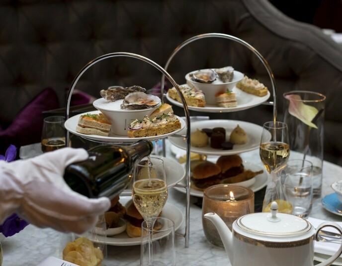 LIVLIG ETTERMIDDAG: I hovedstaden kan du nyte te og bobler på for eksempel Grand Hotel. Foto: Grand Hotell