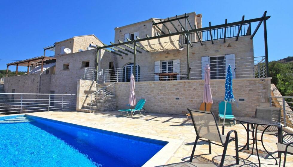 GOD PLASS: Hage med utsikt og eget svømmebasseng står høyt på nordmenns ønskeliste. Dette huset på Kreta har begge deler. Foto: Dreamcatchers