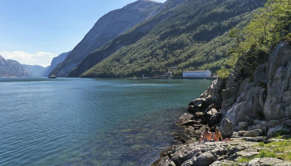 SPEIL, SPEIL: Lysefjorden er en av Norges vakreste, kantet med de fotturvennlige Frafjordheiene i sør og dramatiske Preikestolen i nord. Foto: Ronny Frimann