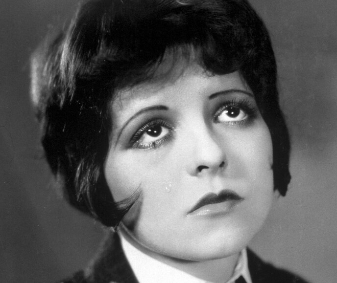 CLARA BOW: Det triste dukkefjeset var idealet, og i stumfilmene var det viktig at skuespillerne kunne uttrykke stemninger med ansiktet siden de ikke kunne gjøre det med stemmen. Foto: NTB