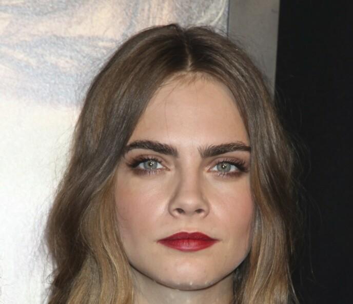 CARA DELEVINGNE: Hennes store, mørke, naturlige øyebryn vakte oppsikt da hun slo igjennom som modell i 2010. Ikke lenge etter ville «alle» ha øyebryn som henne. Foto: NTB