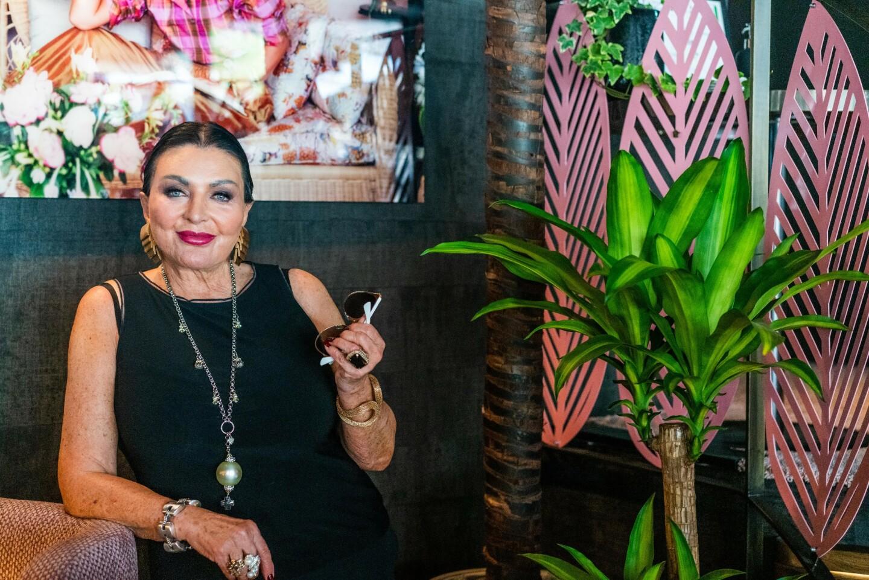 FARGERIK: Lilli Bendriss har alltid gått sin egen vei, og får nye drømmer og ideer hele tiden. Det er ikke blitt annerledes selv om hun er fylt 75 år. Foto: Kathrine Salhus