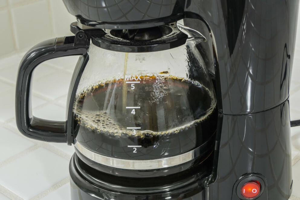 TID FOR KAFFE? Kaffen trenger akkurat nok tid for å bli den beste utgaven av seg selv. Og nei, du trenger ikke holde ut med surt eller bittert bekjentskap. Foto: Shutterstock/NTB