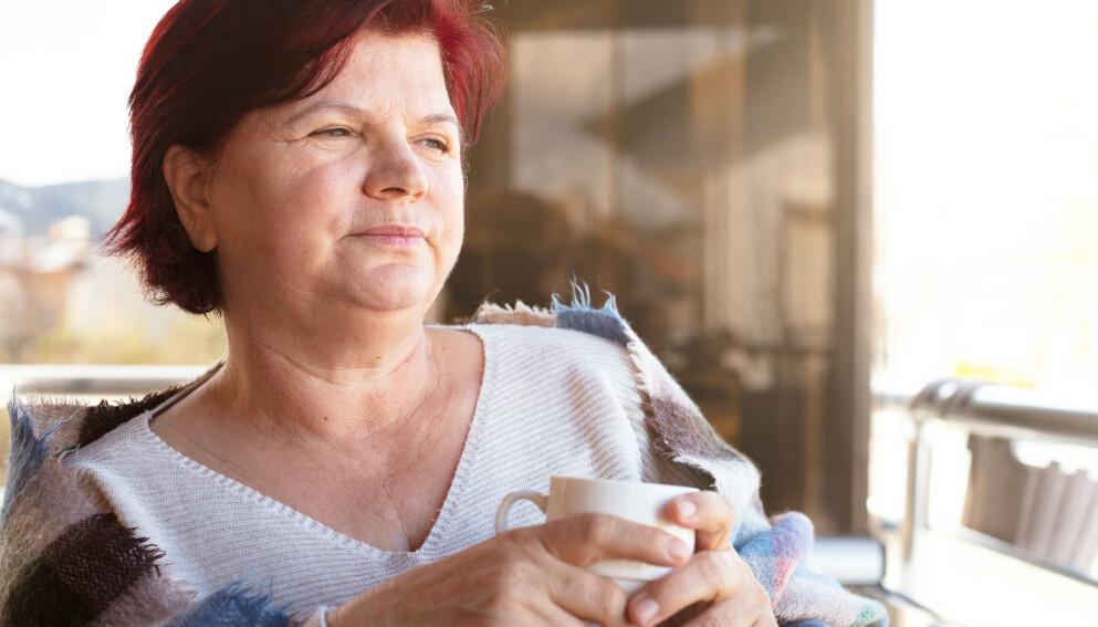 UTFORDRENDE Å HENGE MED? Eldre som føler de ikke greier å henge med i samfunnsutviklingen kan utvikle symptomer på stress - som kan resultere i smerter mange steder i kroppen. Men her er ikke smertestillende løsningen, advarer forskere. Foto: Shutterstock/NTB