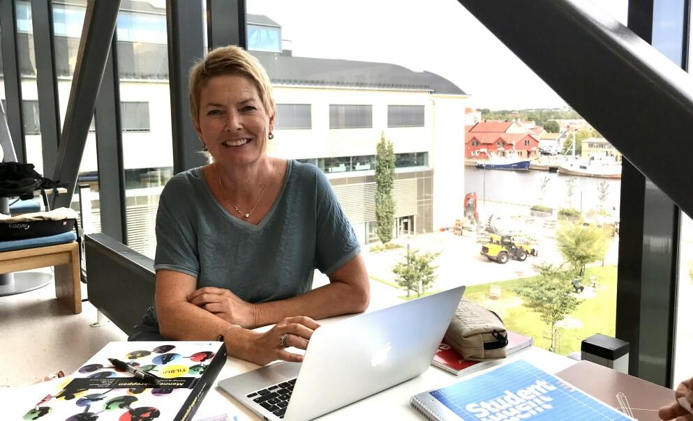 FERSK STUDENT: Det er grenser for hvor lenge man kan holde på med de samme tingene, mener Cecilie Kjensli (53). Denne høsten begynte hun på sykepleierstudiet på Høyskolen i Østfold. Foto: Privat