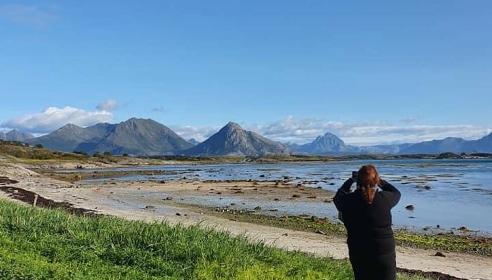 FOTOGLAD: Nina Killingstad reiser så mye hun kan. Her i Nordland, fotografert av medreisende Bente Myreng.