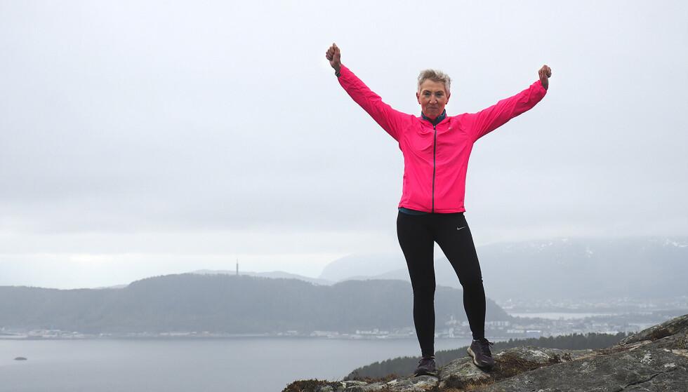 BLANT NORGES MEKTIGSTE KVINNER: Peggy Hessen Følsvik har ballast og tåler mye. Sånn må det være når man tar på seg rollen som en av Norges mektigste kvinner. Her på Signalen, 321 meter over havet. Foto: NTB