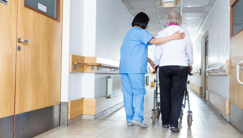 SYKEPLEIERMANGEL: Det er for få sykepleiere, og Sykepleierforbundet er bekymret for rekrutteringen. Foto: NTB