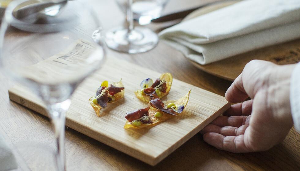 DE BESTE RESTAURANTENE: Det finnes mange «uoppdagede» perler i restaurant-Norge, som Trasti & Trine i Nord-Norge (bildet) hvor de har fokus på naturen, råvarene og historiene. Vi gir deg råd om hvordan du kan finne frem til gode restauranter - og tipser om noen litt mindre polerte spisesteder vel verdt et besøk. Foto: Trasti & Trine