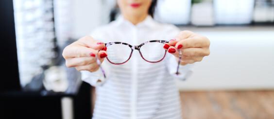 Image: Her sliter 9 av 10: - Naturlig, sier optiker