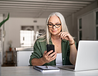 Image: Bør hun treffe den kjekke nettdaten?