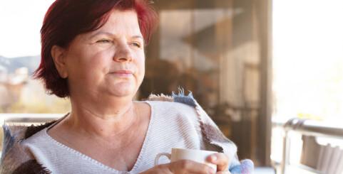 Image: Advarer om helseplager fra stress hos eldre
