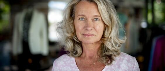 Image: Da Karin (55) ikke klarte å løfte armen, forsto hun alvoret