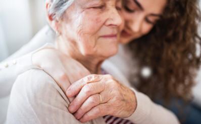 Image: Vil betale pårørende for å ta seg av de eldre